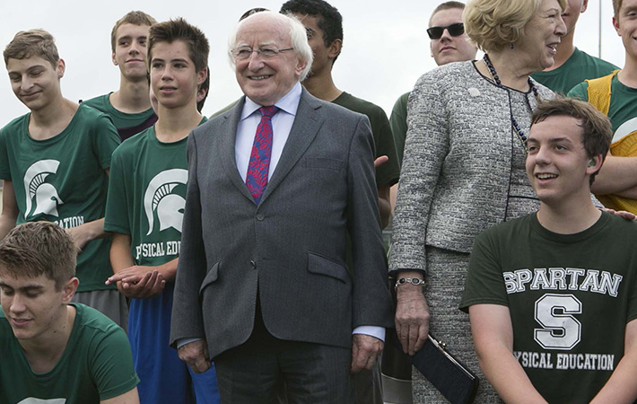 Visit to Seattle and California, USA by The President of Ireland & Sabina Higgins. President Higgins is pictured at Skyline High School, Sannamish, Washington where the programme included a demonstration Gaelic football match. 22/10/2015 Photo RollingNews.ie/ Aras An Uachtarain