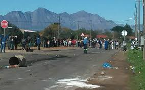Havoc at Riebeeck Kasteel after protesters is causing chaos in town
