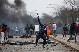 Widespread illegal protests accompanied by violence and looting, sowing chaos in SA