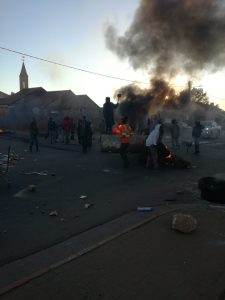 Aggressive juvenile protesters wreak havoc for the third consecutive day on the N12 between Klerksdorp and Potchefstroom