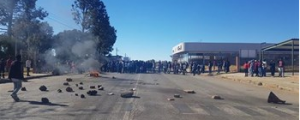 Violent protesters torching Ottosdal buildings, burning tires and barricade roads over lack of service delivery