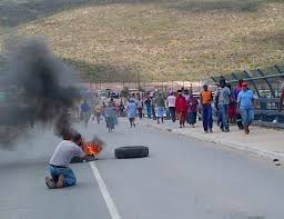 Chaos once again the order of the day - Traffic on De Doorns highway disrupted after rioters protested over wages